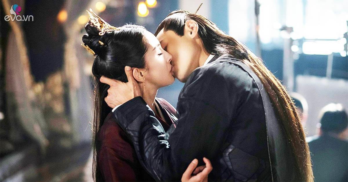 """Bí mật """"khó nói"""" sau những cảnh hôn bị cắt mất nửa người dưới trong phim Hoa ngữ"""