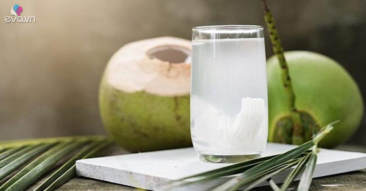 Nước dừa rất tốt nhưng mẹ bầu uống vào 4 thời điểm này sẽ... phản tác dụng