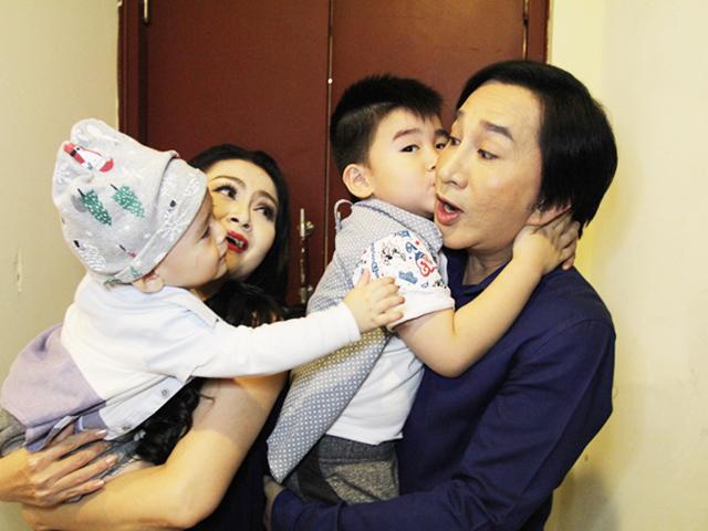 Bố 5 con Kim Tử Long từng được đề nghị bao nuôi, tiết lộ về con chung con riêng