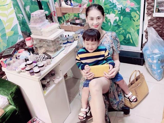 Đi làm móng vẫn ẵm bế con, Lâm Khánh Chi tuyên bố vất vả mấy mẹ cũng chịu được