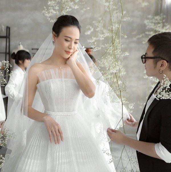 Váy cưới cổ tích của Đông Nhi, Bảo Thy… được kiến tạo bởi bàn tay tài hoa Chung Thanh Phong - 4