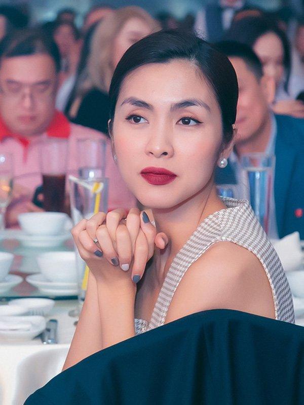 Diện mái tóc búi sang chảnh, Tăng Thanh Hà khiến fans mê mẩn bởi nhan sắc ngọc nữ tuổi 34 - 1