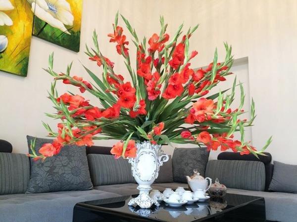 Cách cắm hoa lay ơn để bàn thờ đẹp và tươi lâu ngày Tết - 7