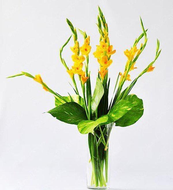 Cách cắm hoa lay ơn để bàn thờ đẹp và tươi lâu ngày Tết - 8
