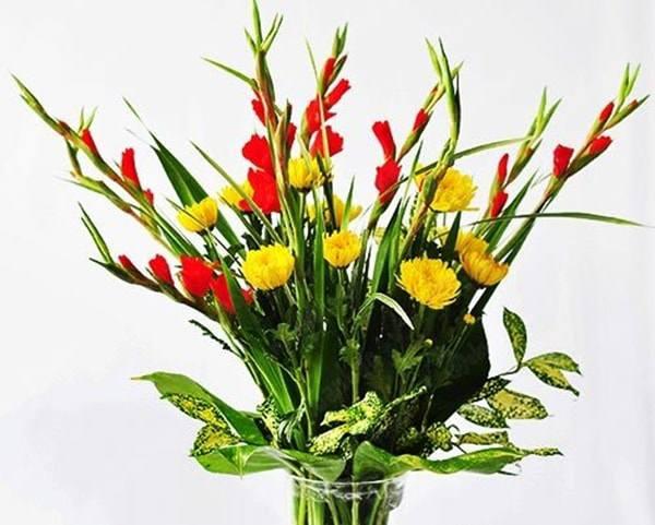Cách cắm hoa lay ơn để bàn thờ đẹp và tươi lâu ngày Tết - 6