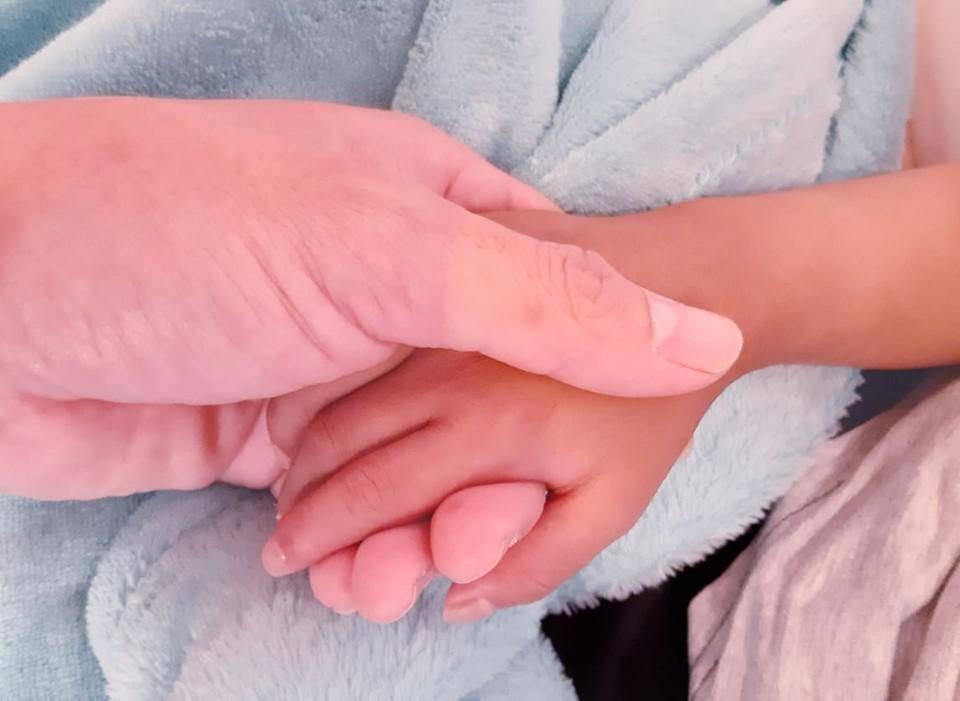 Nghẹn lòng tâm sự của ông bố cùng con chiến đấu ung thư: Được bên con, ngày nào cũng Tết!