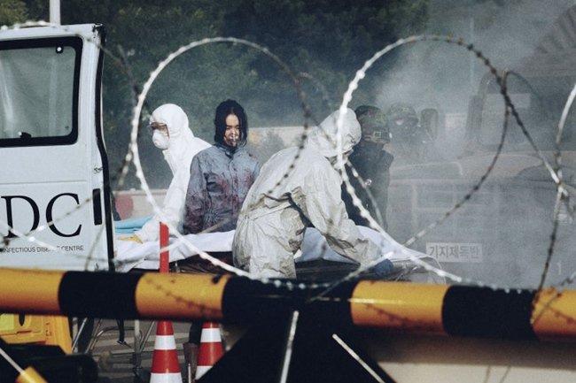 Virus Corona hoành hành, khán giả đổ xô đi xem phim về dịch SARS, cúm H5N1