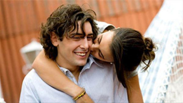7 hành động vợ giả vờ vô tình làm, nhưng lại khiến chồng phấn khích đến