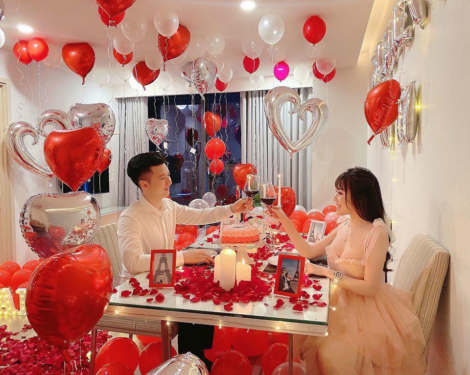 nu giang vien hotgirl duoc chong to chuc valentine lang man, dan tinh soi diem la tren giuong - 6