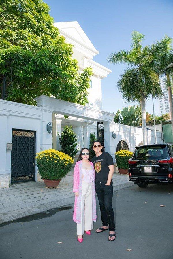 Dọn về ở với đại gia Phượng Chanel, đây là căn nhà nơi Quách Ngọc Ngoan đang sống - 1