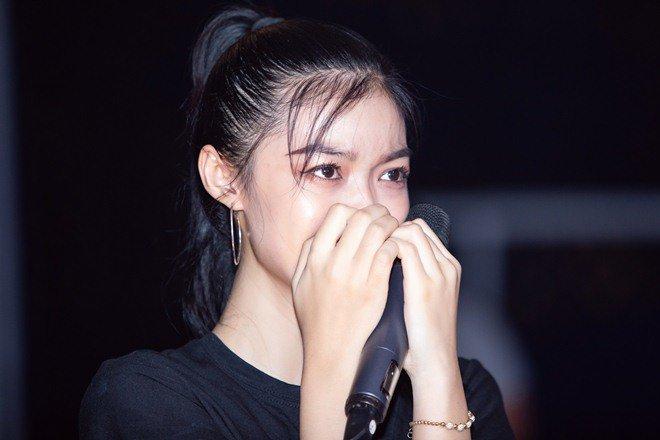 trinh thang binh tuc gian bo xuong san khau, a hau kieu loan khoc nuc no - 12