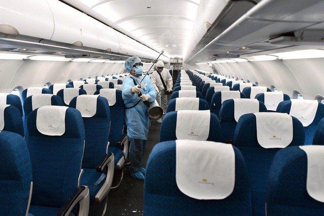 TP.HCM cách ly 11 người đi chung chuyến bay với cô gái nhiễm COVID-19 ở Hà Nội