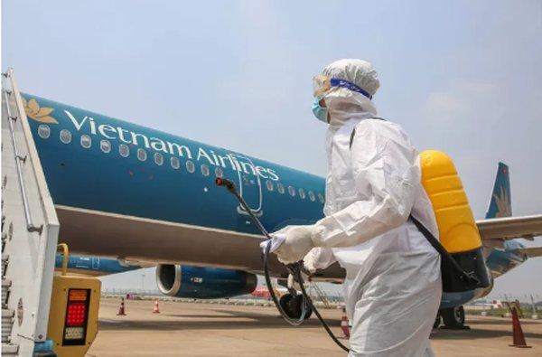 may bay vietnam airlines cat canh 2 tieng, nguoi nha cap bao con gai nghi nhiem covid-19 - 1