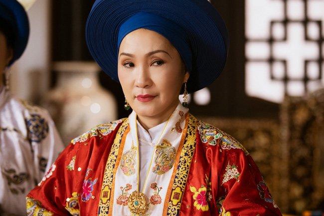 """phuong khau: hoa hau khanh van lam """"trum cuoi"""", khan gia ngo ngang vua lay tay lam vo? - 3"""