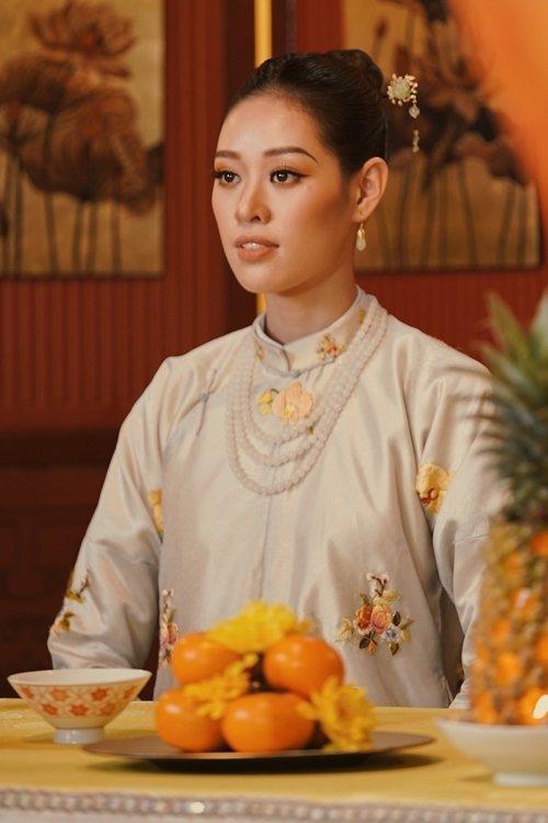 """phuong khau: hoa hau khanh van lam """"trum cuoi"""", khan gia ngo ngang vua lay tay lam vo? - 6"""