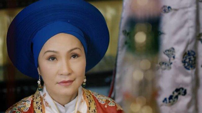 """phuong khau: hoa hau khanh van lam """"trum cuoi"""", khan gia ngo ngang vua lay tay lam vo? - 11"""