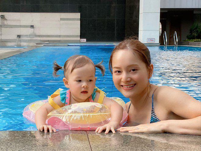 sao viet 24h: bo me chong lan phuong buon vi phai huy chuyen bay sang viet nam tham chau - 4