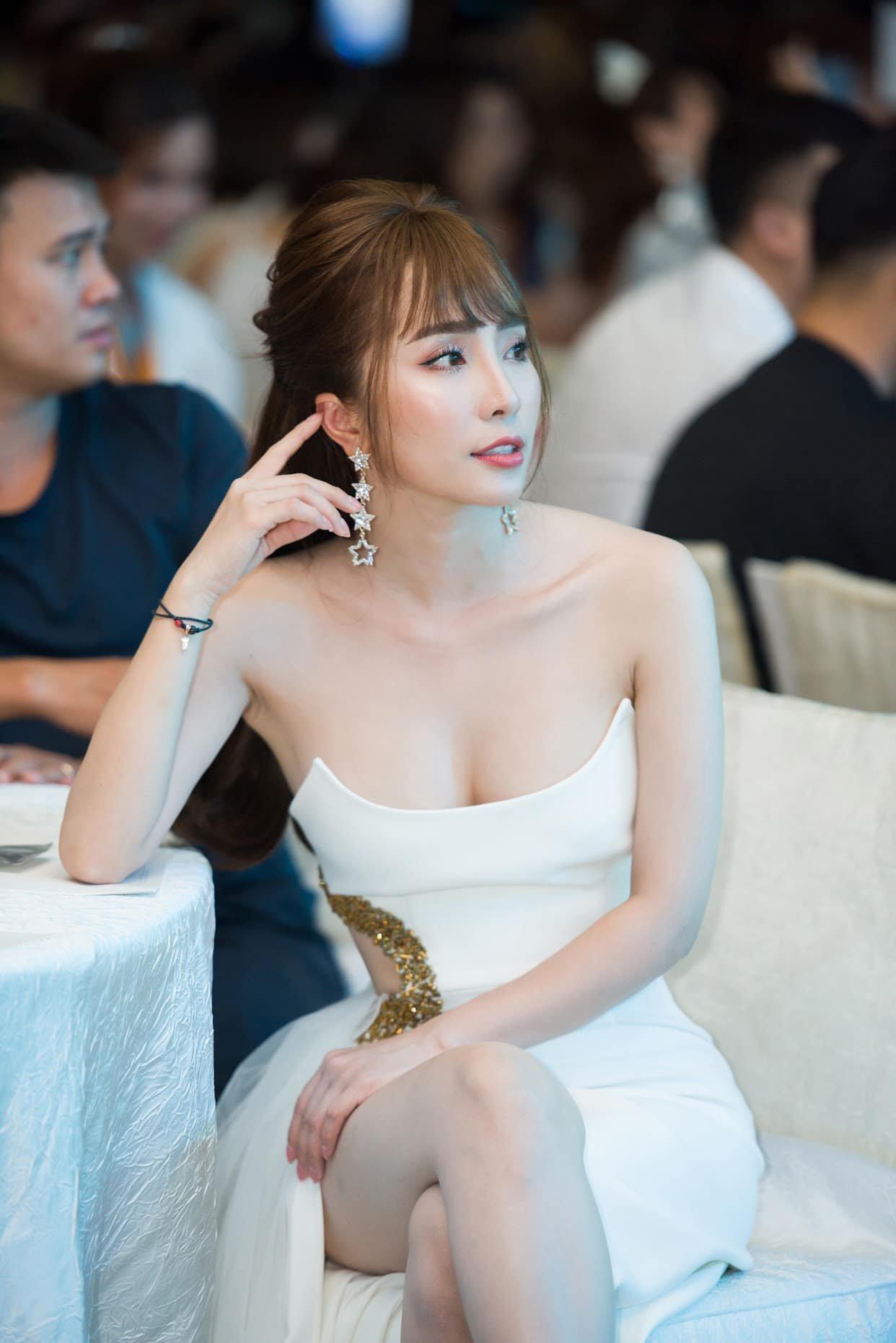 "bom nguc them 15cm, quynh nga du tu tin voi body ""boc lua"" vanlo so bien chung nhu bao nguoi - 6"