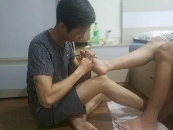Vợ mang thai, anh chồng Sài Gòn tự tay bê nước ngâm chân, đắp mặt nạ cho vợ - 6