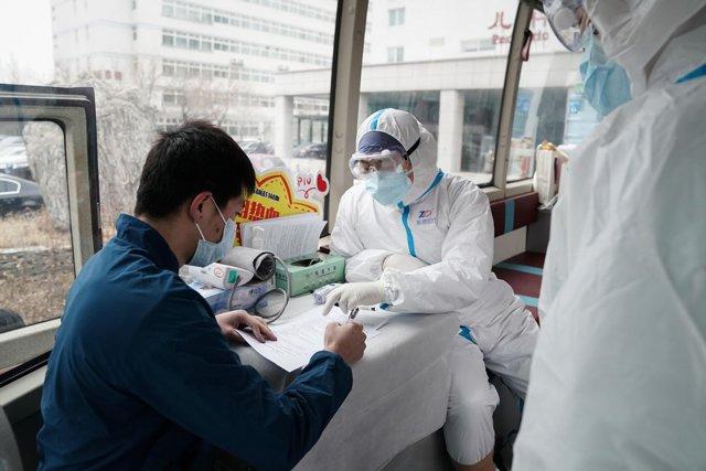 Xuất viện sau khi khỏi COVID-19, bệnh nhân để lại lời nhắn vô cùng xúc động trên cửa sổ