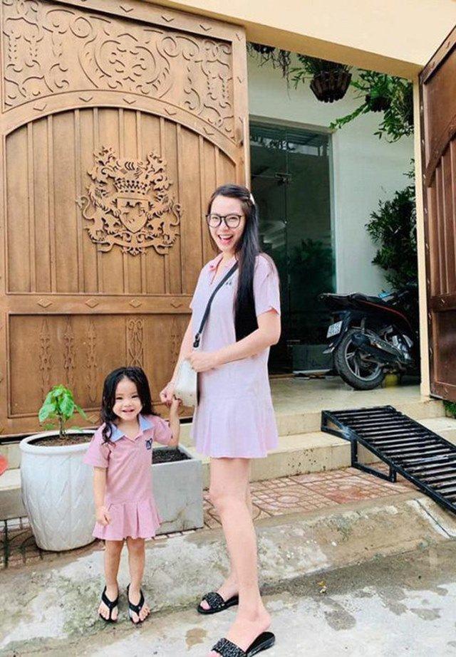 rut lui khoi showbiz sinh con, hai bang 2 nam tau 3 can nha, chong lam phong rieng cho - 12