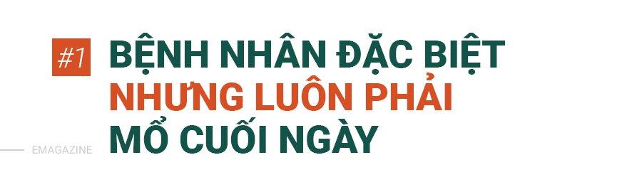 bac si mac ao mua, deo 3 lop gang tay mo don con cho nhung thai phu dac biet - 5