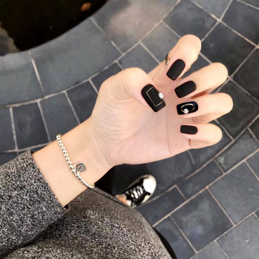 Năm 2021 đến rồi, mẫu nail màu đen ngỡ đơn giản cũng có trăm kiểu cho nàng thử quanh năm - 5