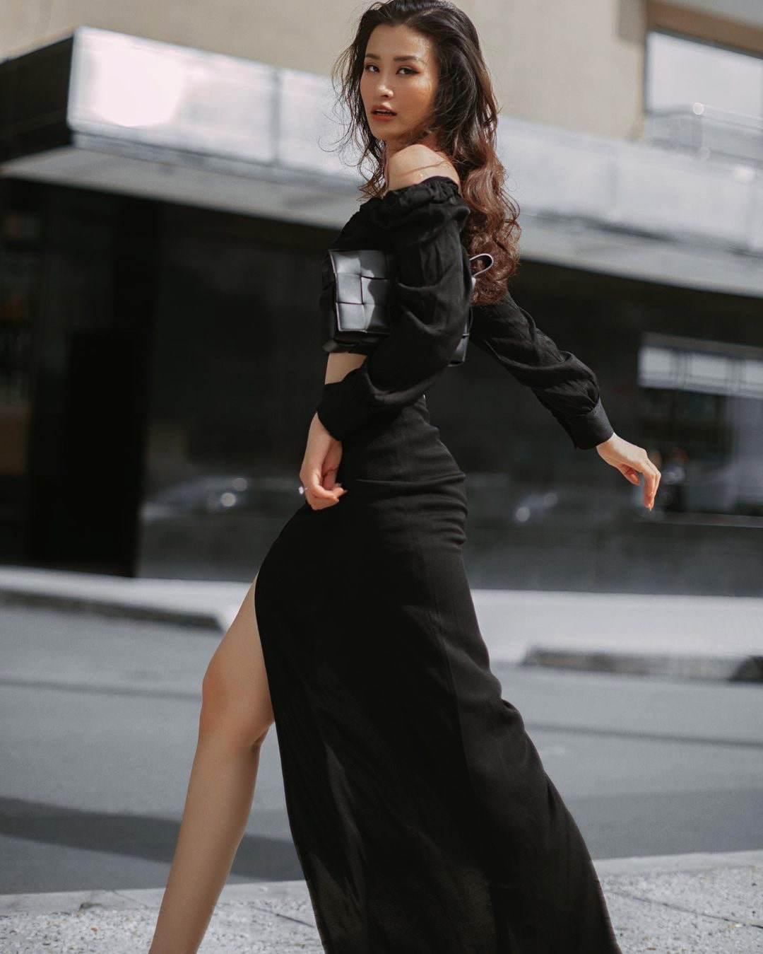 Không mê hở hang, Đông Nhira phố mặc kín bưng nhưng áo căng chật, thấy ngay đặc điểmmẹ bỉm - 14