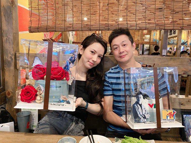MC Anh Tuấn đăng ảnh 8 năm cưới vợ amp;#34;Hoa hậuamp;#34;, được nhận xét: Cả 2 đều không già đi! - 10