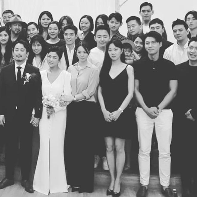 Hyun Bin đi ăn cưới: Lấn át cả cô dâu chú rể, fan tò mò ngày anh làm chú rể - 4