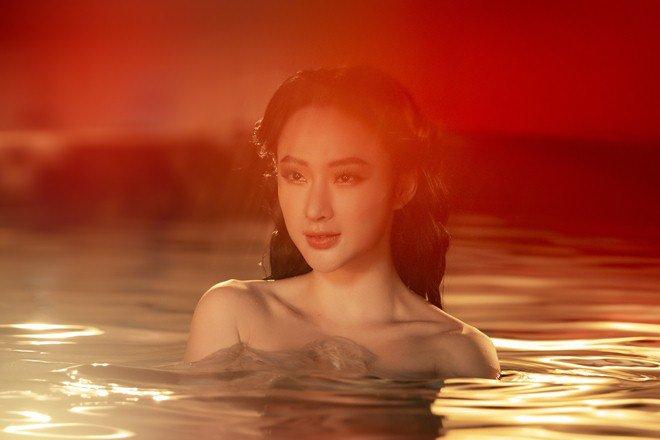 Angela Phương Trinh amp;#34;gây bãoamp;#34; với clip 5s gợi cảm ngâm mình dưới nước - 1