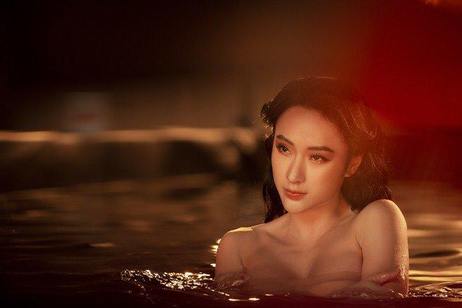 Angela Phương Trinh amp;#34;gây bãoamp;#34; với clip 5s gợi cảm ngâm mình dưới nước - 3