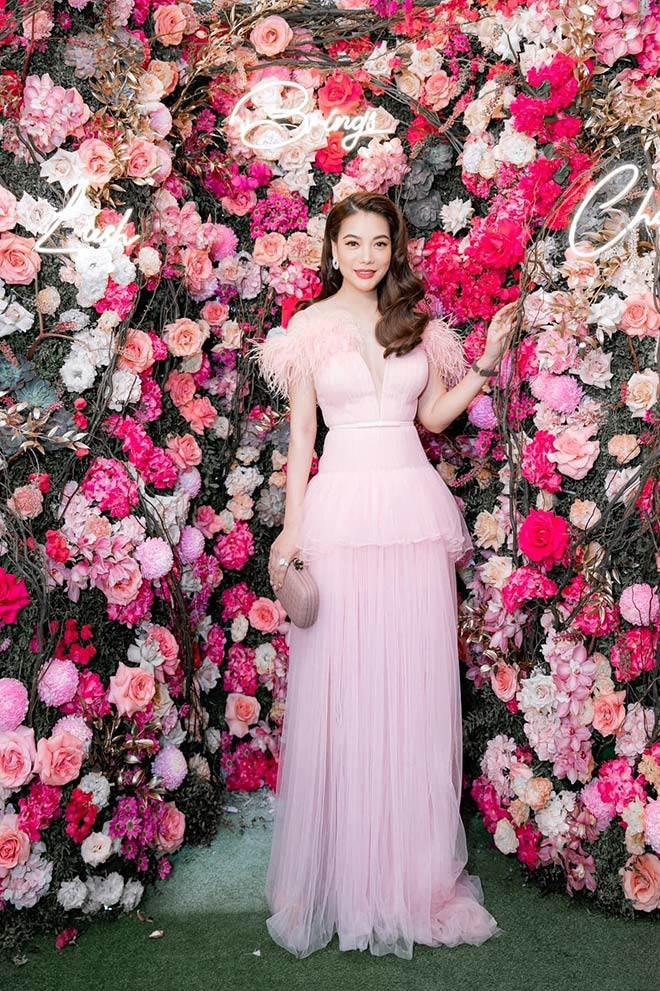 Style amp;#34;chặt chémamp;#34; đôi lúc lận đận, tình cũ Kim Lý U50 đổi váy công chúa đẹp như nữ thần - 6