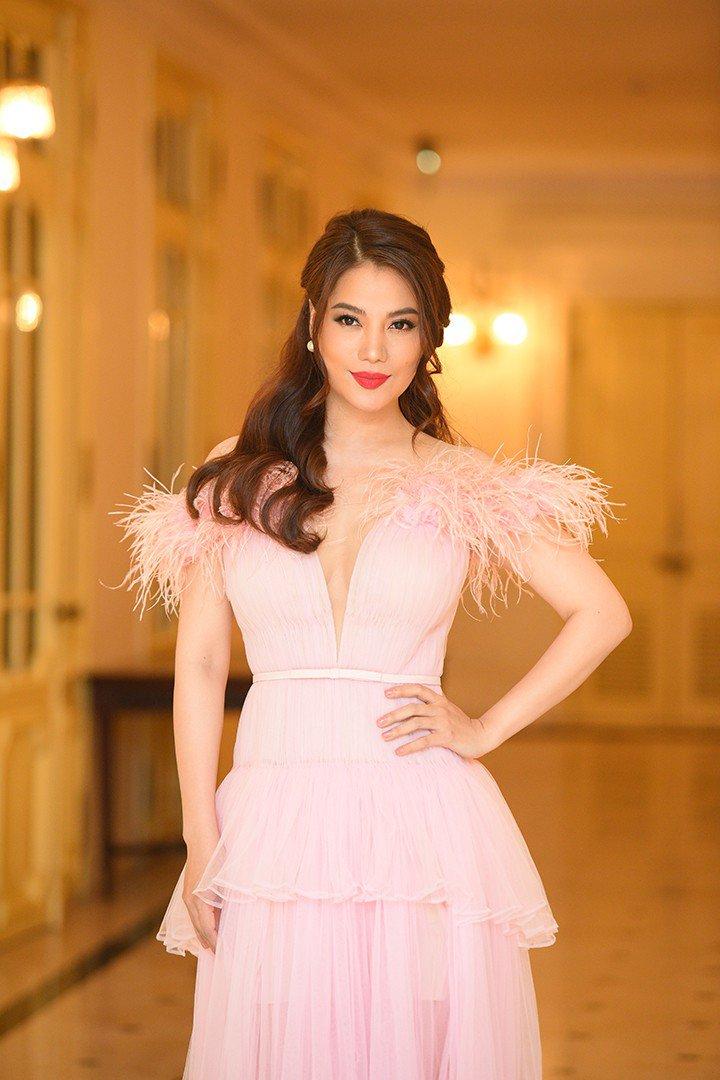 Style amp;#34;chặt chémamp;#34; đôi lúc lận đận, tình cũ Kim Lý U50 đổi váy công chúa đẹp như nữ thần - 8