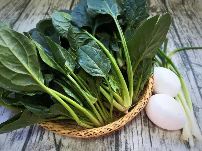 Chán xào hành không, đem trứng xào với rau này vừa ngon lại giàu vitamin C - 1