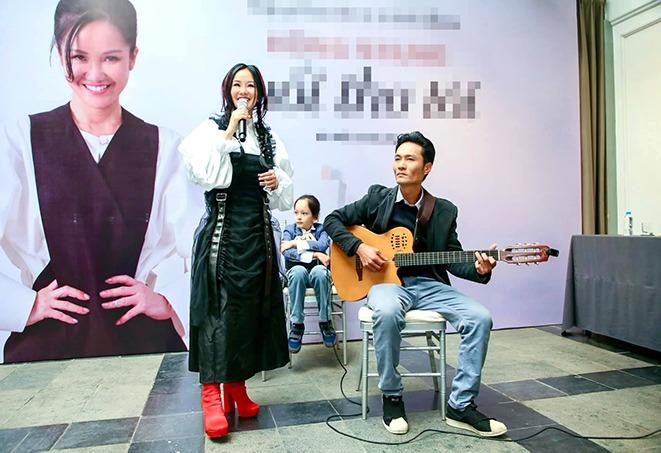 """Không còn kín đáo """"nuốt chân"""", Hồng Nhung diện xén bớt vải được khen đẹp ngang ngửa Hoa hậu - 3"""