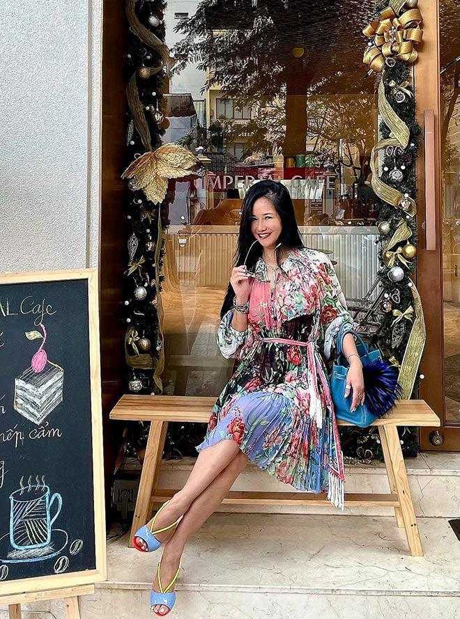 """Không còn kín đáo """"nuốt chân"""", Hồng Nhung diện xén bớt vải được khen đẹp ngang ngửa Hoa hậu - 7"""