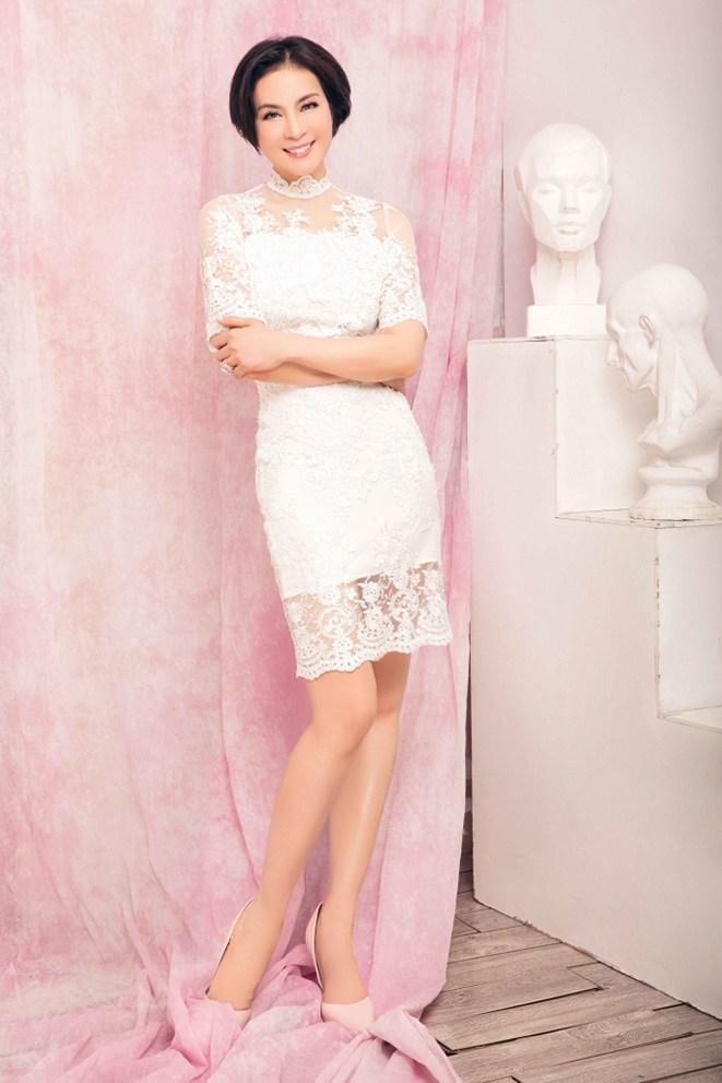 """Không còn kín đáo """"nuốt chân"""", Hồng Nhung diện xén bớt vải được khen đẹp ngang ngửa Hoa hậu - 11"""