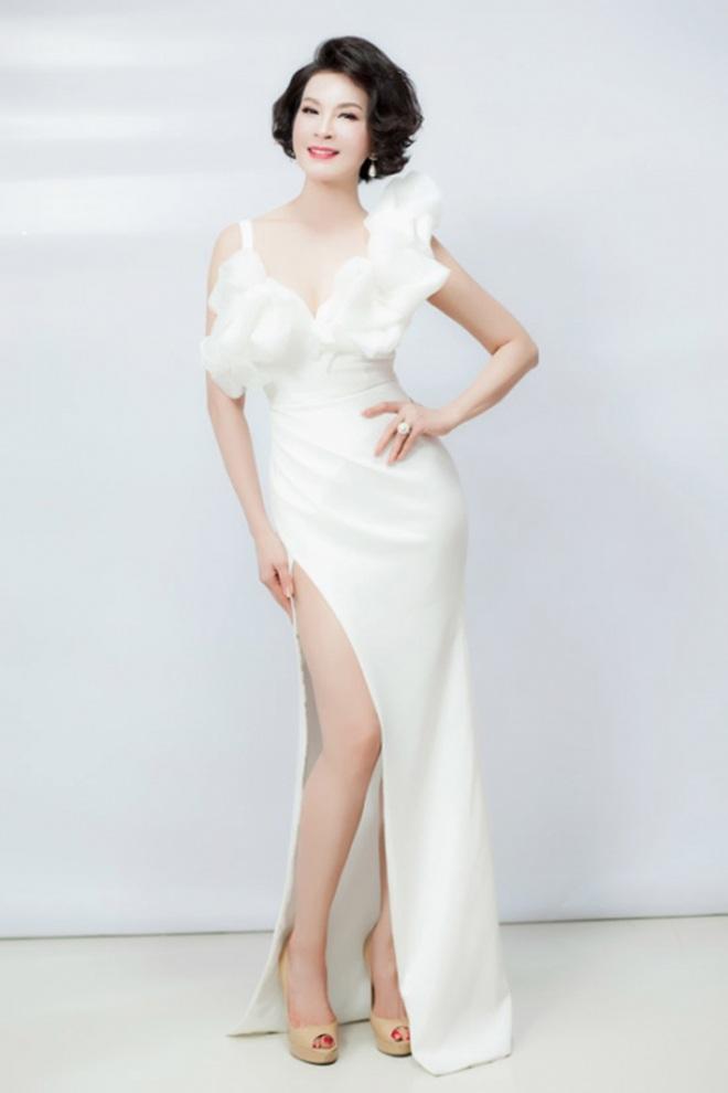 """Không còn kín đáo """"nuốt chân"""", Hồng Nhung diện xén bớt vải được khen đẹp ngang ngửa Hoa hậu - 13"""
