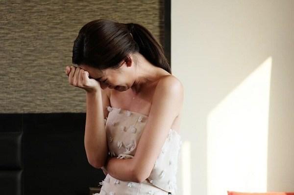 Mặc váy cô dâu đến phá tiệc cưới tình cũ phụ bạc, tôi nhận cái kết đẹp hơn mơ - 1