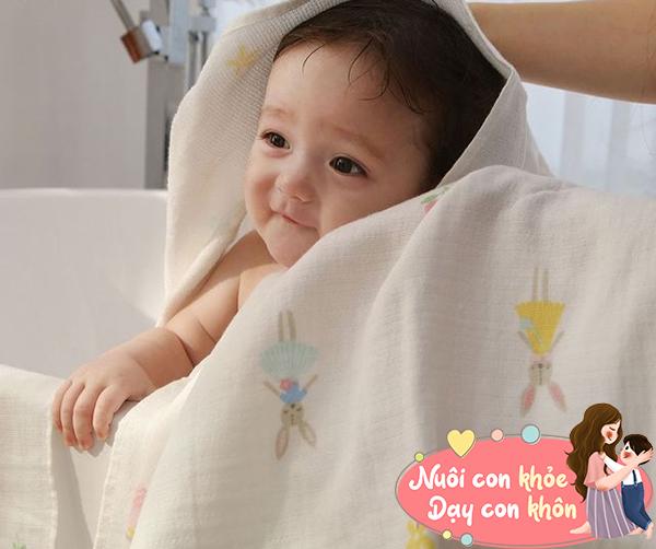 Tắm cho trẻ sơ sinh mùa đông: Mẹ chú ý 5 điểm này để tránh con ốm - 11