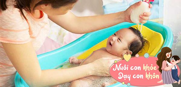 Tắm cho trẻ sơ sinh mùa đông: Mẹ chú ý 5 điểm này để tránh con ốm - 3