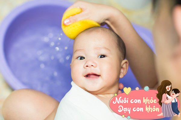 Tắm cho trẻ sơ sinh mùa đông: Mẹ chú ý 5 điểm này để tránh con ốm - 9