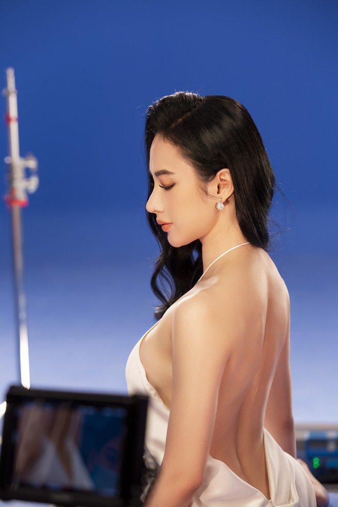 Sau clip dưới nước khuynh đảo dân tình, Angela Phương Trinh tiếp tục có động thái gây tò mò - 3