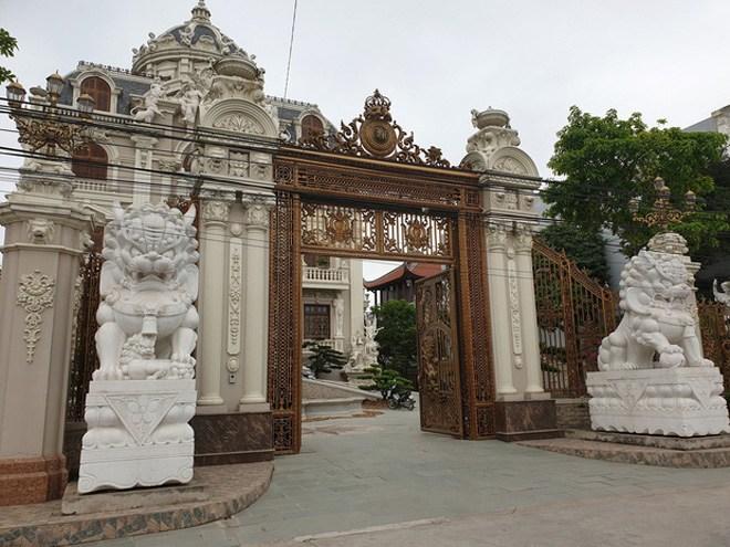 Đại gia Việt sở hữu tòa lâu đài 50 tỷ, tặng con dâu 100 cây vàng khiến CĐM choáng váng - 4