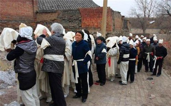 Sự thật vụ 76 người dân một làng chết trong vòng 6 năm liên quan đến phiến đá đỏ - 3