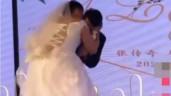Chú rể bị vợ cưỡng hôn trên sân khấu, ngoại hình cô dâu ai cũng giật mình