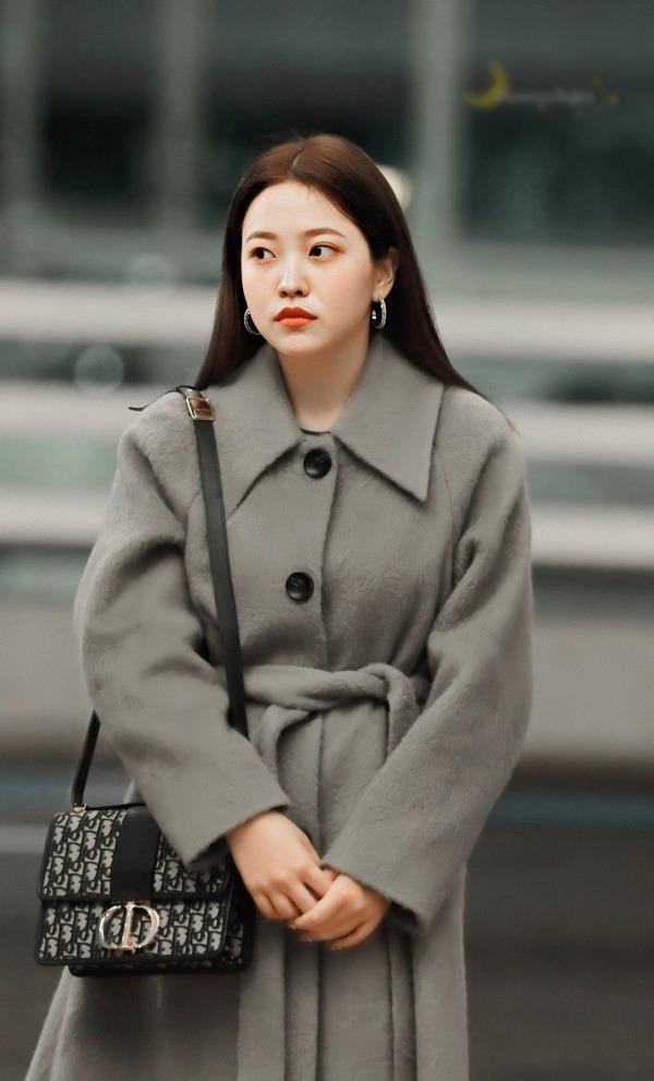 amp;#34;Eo bánh mìamp;#34; cũng chẳng làm khó được sao Hàn, chọn đúng trang phục là vòng 2 hóa thon ngay - 6