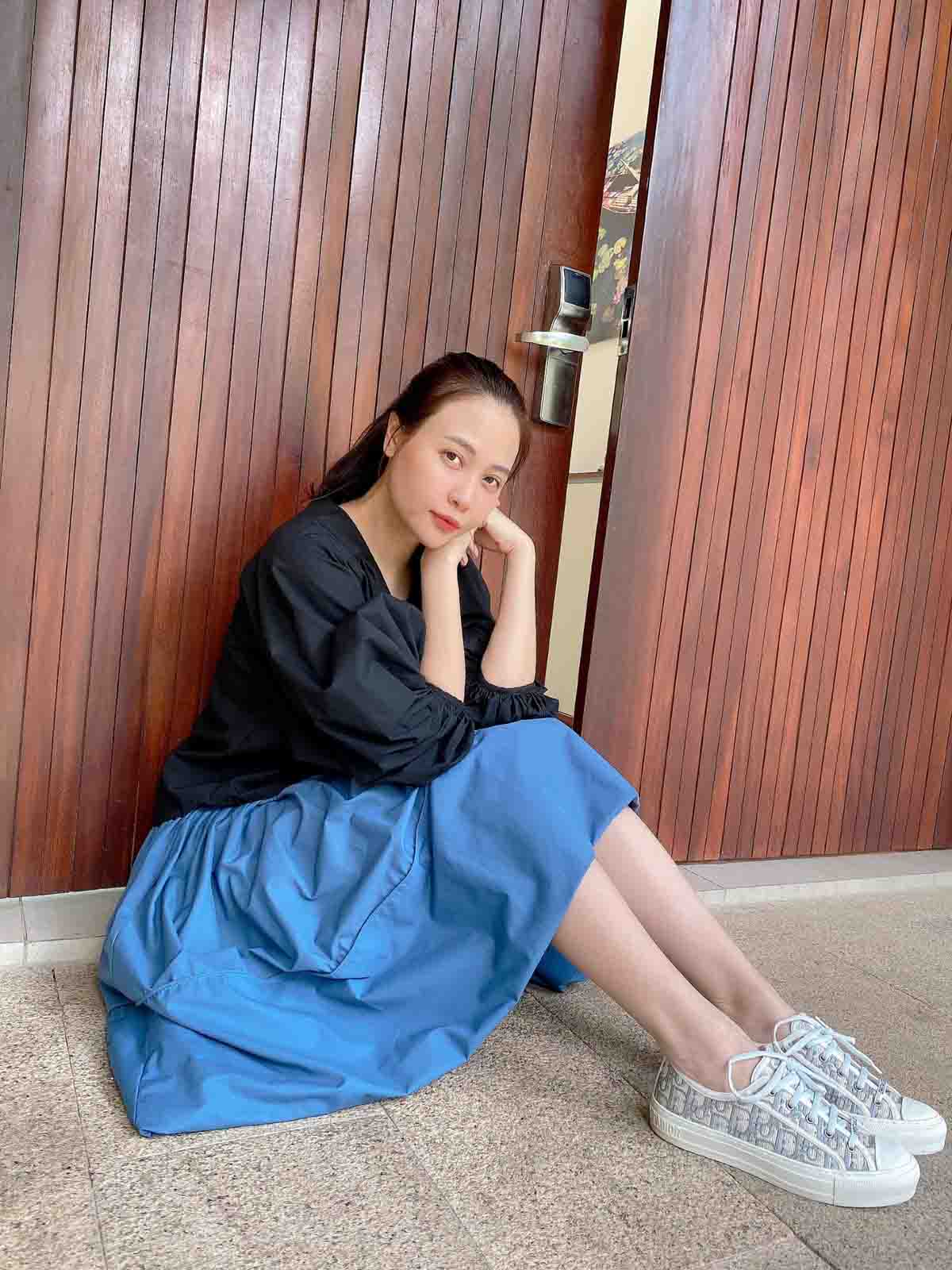 Làm dâu hào môn, Đàm Thu Trang vẫn mặc đơn giản, đi đâu cũng xỏ chân đúng 1 đôi giày - 7