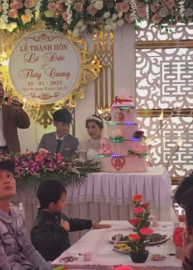 Chú rể 18 tuổi cưới vợ hơn 11 tuổi để trả nợ cho gia đình: Người đăng clip lên tiếng - 3